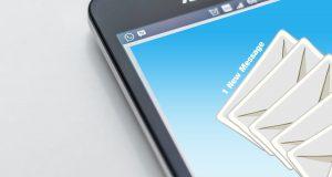 טלפון עם תמונה של מכתבים